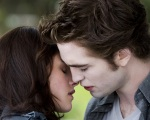 bella swan edward cullen kiss outside 1280x1024